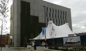 The core och den gröna väggen samt det vita taket på the Key - första universitetsbyggnaden på plats. Foto: AnnVixen