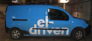 Blå Kangoo service bil, en laddning ger räckvidd på 170 km. Foto: AnnVixen