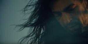 Basisten Antonis Lizides i den officiella Minus One videon för deras bidrag Alter Ego.